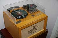 erster Single Plattenspieler